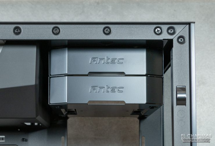 Antec P120 Crystal - Interno 1