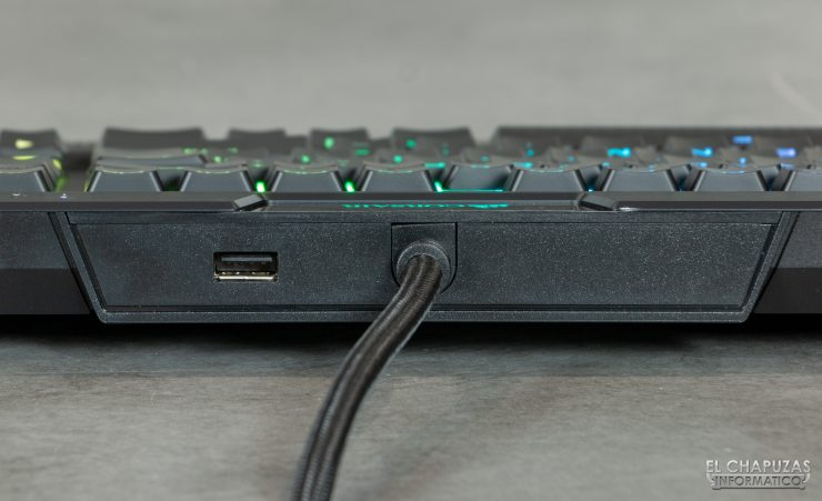 Corsair K70 RGB MK.2 Low Profile - USB Passthrough