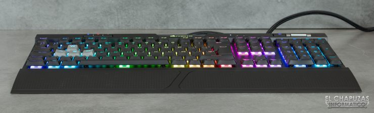 Corsair K70 RGB MK.2 Low Profile - Margen frontal