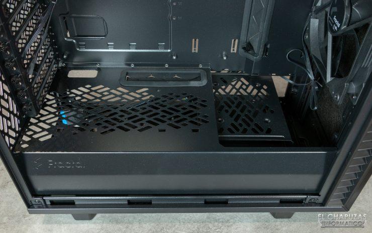 Fractal Define 7 Compact - Interior - Carenado fuente 3