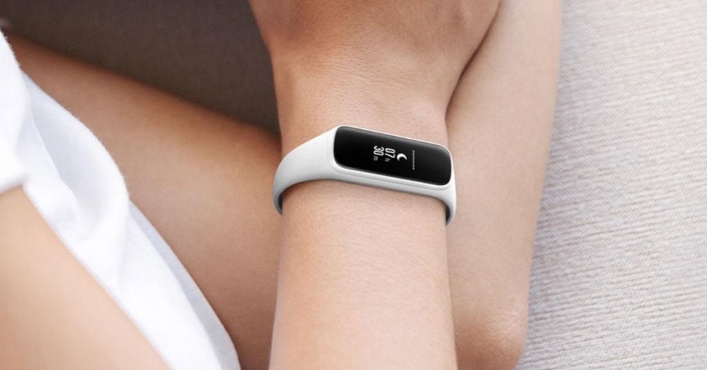 Utilizzando il braccialetto Samsung Galaxy Fit e